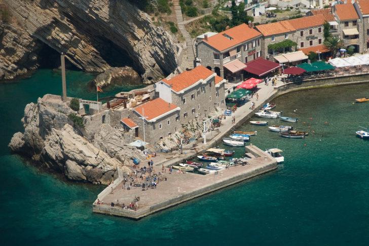 budva beach, budva marina, budva   old town, budva sea, budva yacht, budva apartments, budva hostels, budva camps, budva beach bar